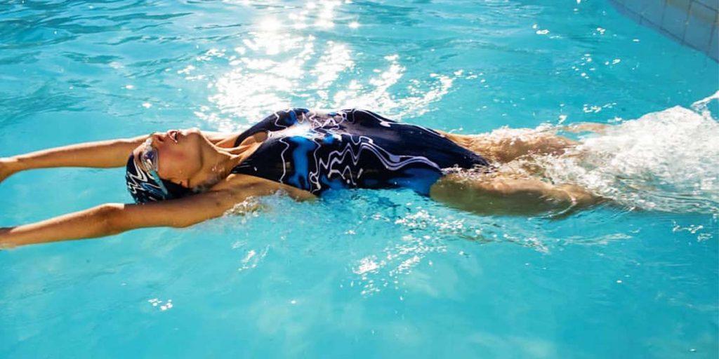 backstroke swimming position